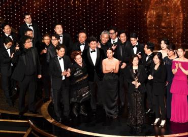 """¡Sorpresa! """"Parasite"""" ganó Óscar a la Mejor Película"""